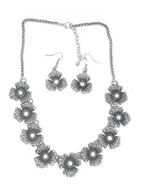 Fashion Pitaraa FPFS233300 Silver Women Necklace Set