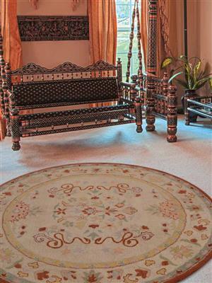 Royzez Handmade Woollen Round Rug Cream Beige K00635