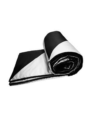 ZIKRAK EXIM ZEQUILT111 Black and White Gig Design Quilt  150 x 225 cms